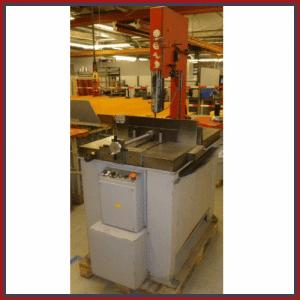 GEBRAUCHTMASCHINE / Halbautomatische VertikalbandsägeSV 330 DGH. Erhältlich bei Ritke, dem Partner für maßgeschneiderte Sägelösungen aus Steinau.