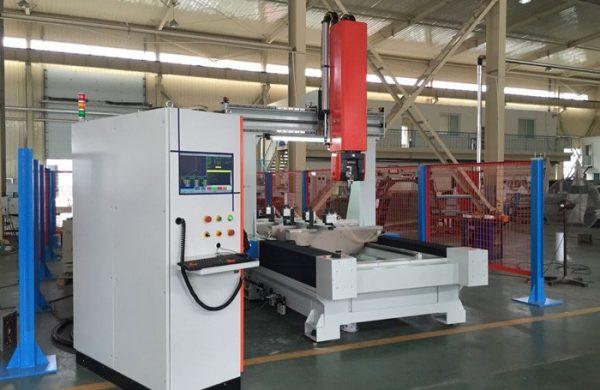 5-Achsen CNC Bearbeitungszentrum. Erhältlich bei Ritke, dem Partner für maßgeschneiderte Sägelösungen aus Steinau.